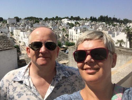 Lars og Catrine i Alberobello i Sør-Italia