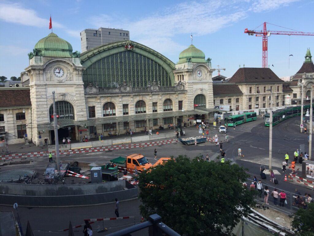 Stasjonen i Basel sett fra hotellrommet