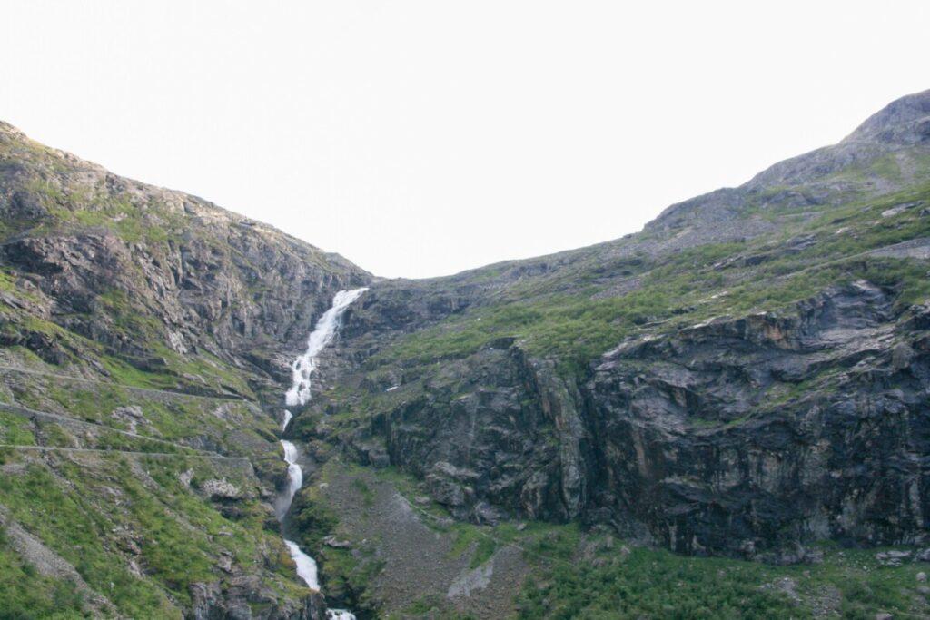 Trollstigen sett nedenfra