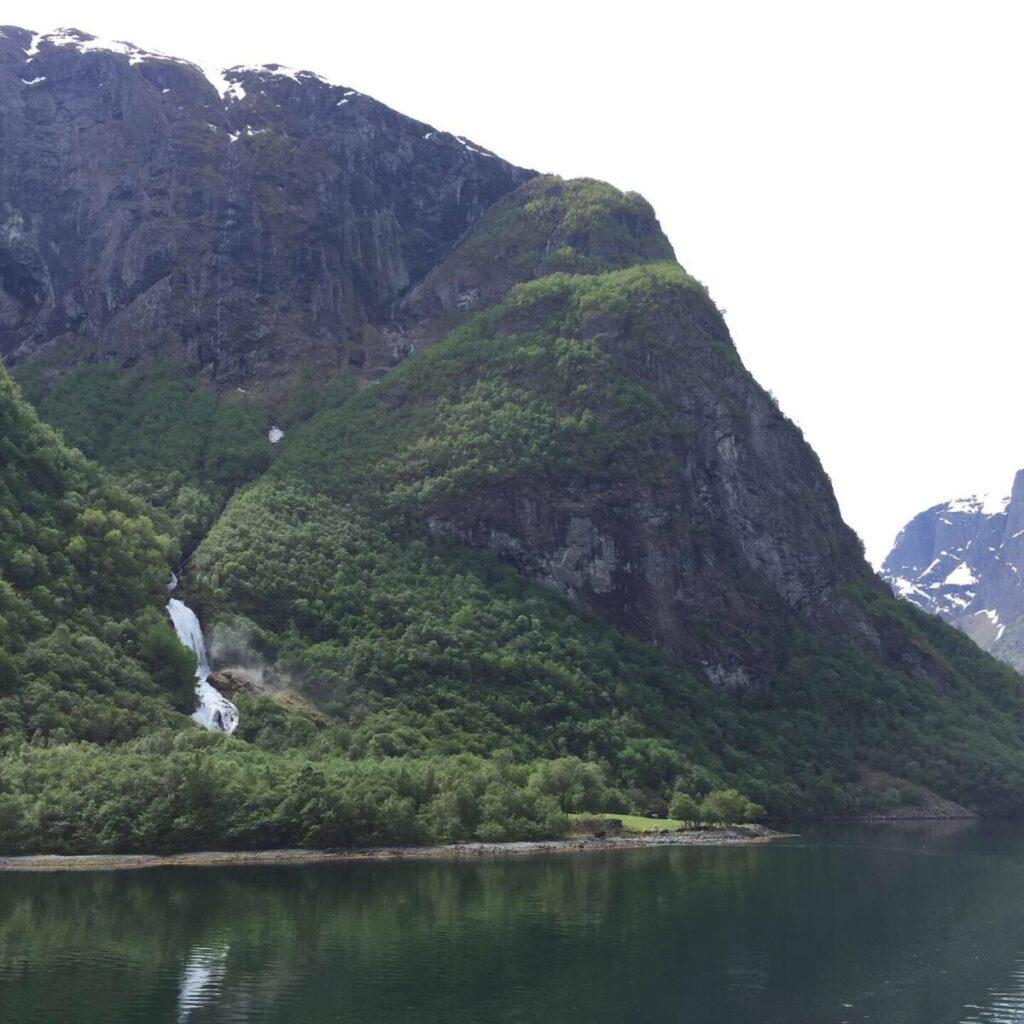 Fjord og fjell i Nærøyfjorden