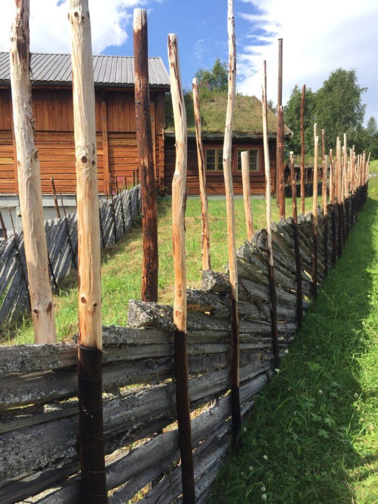 Flotte skigarder ved Amperhaugen gård, Atnbrua i Sollia