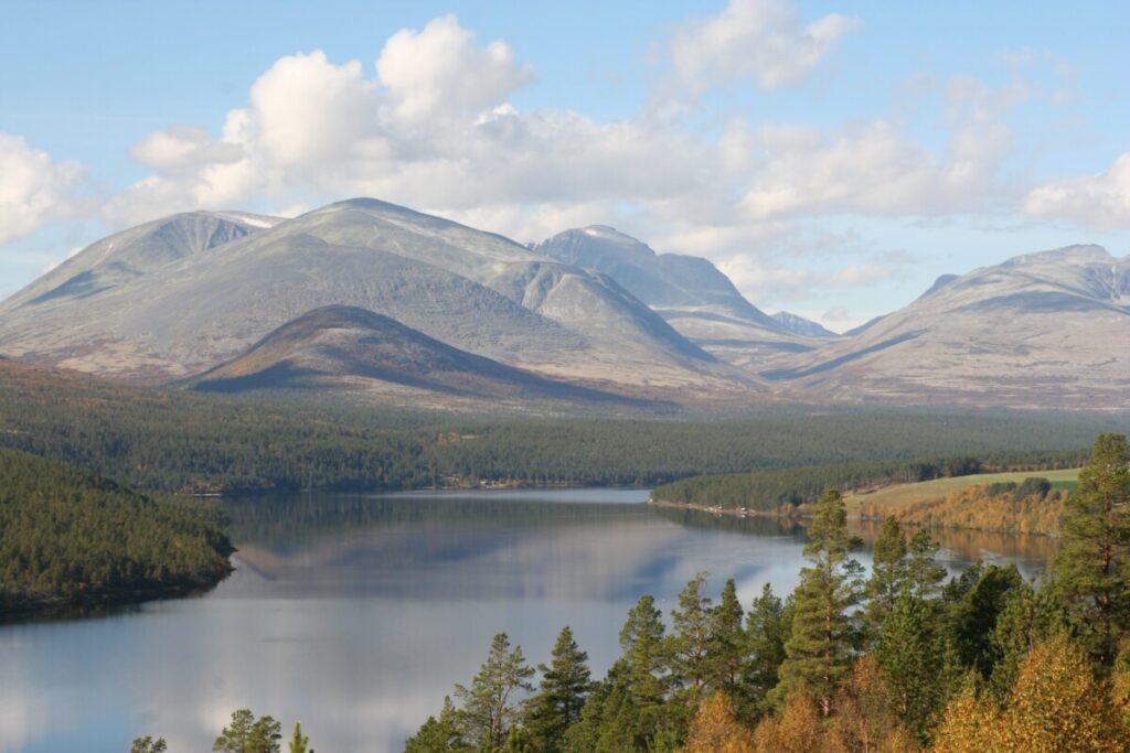 Rondane and lake Atnasjøen