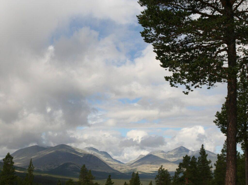 Rondane og Atnasjøen sett fra hytta