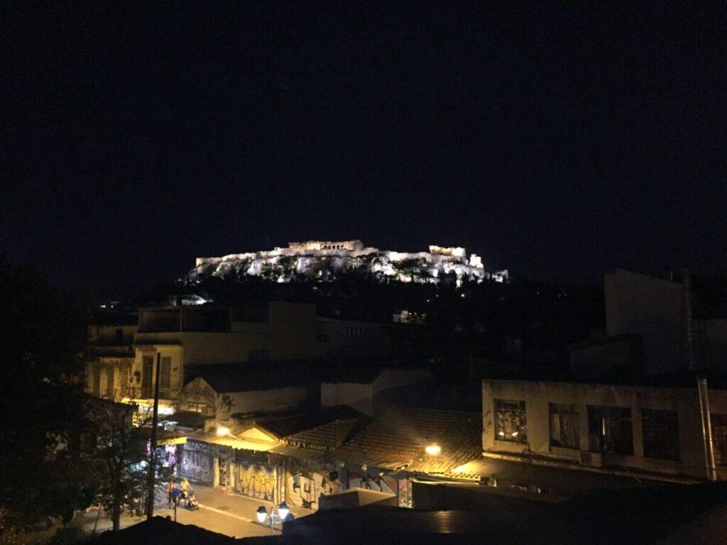 Utsikt mot Akropolis fra restaurant-terrassen