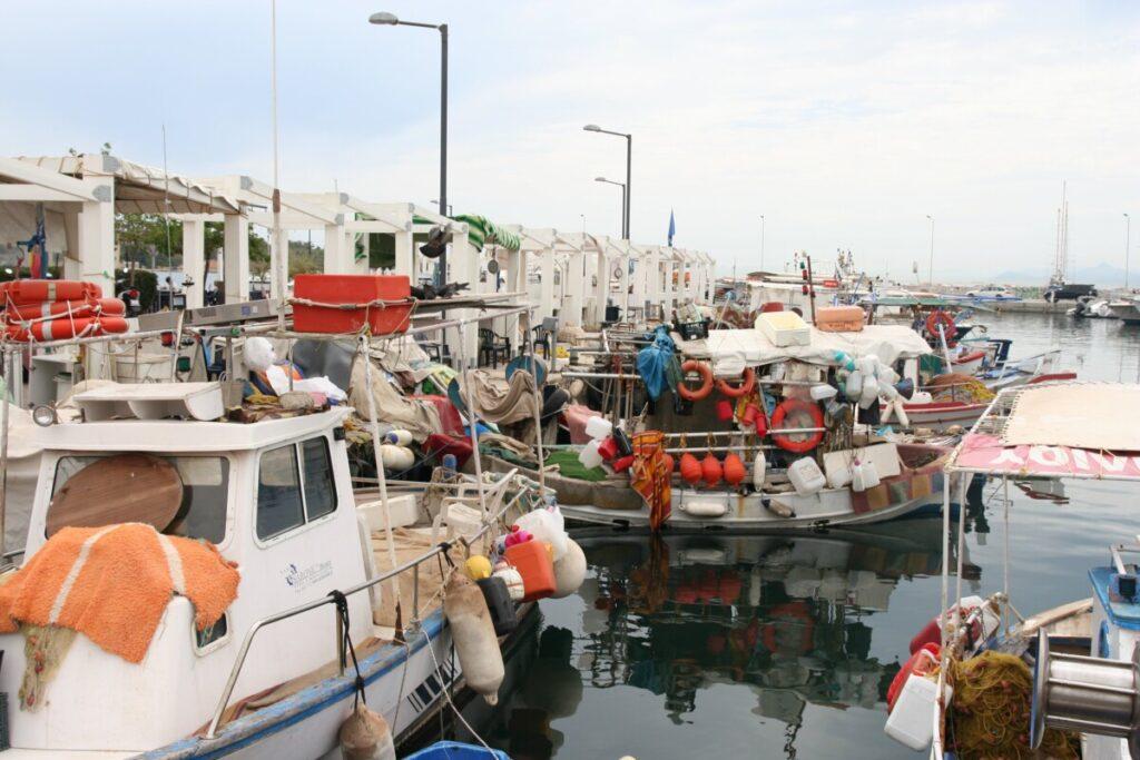 Båthavn en trikketur fra Athen sentrum